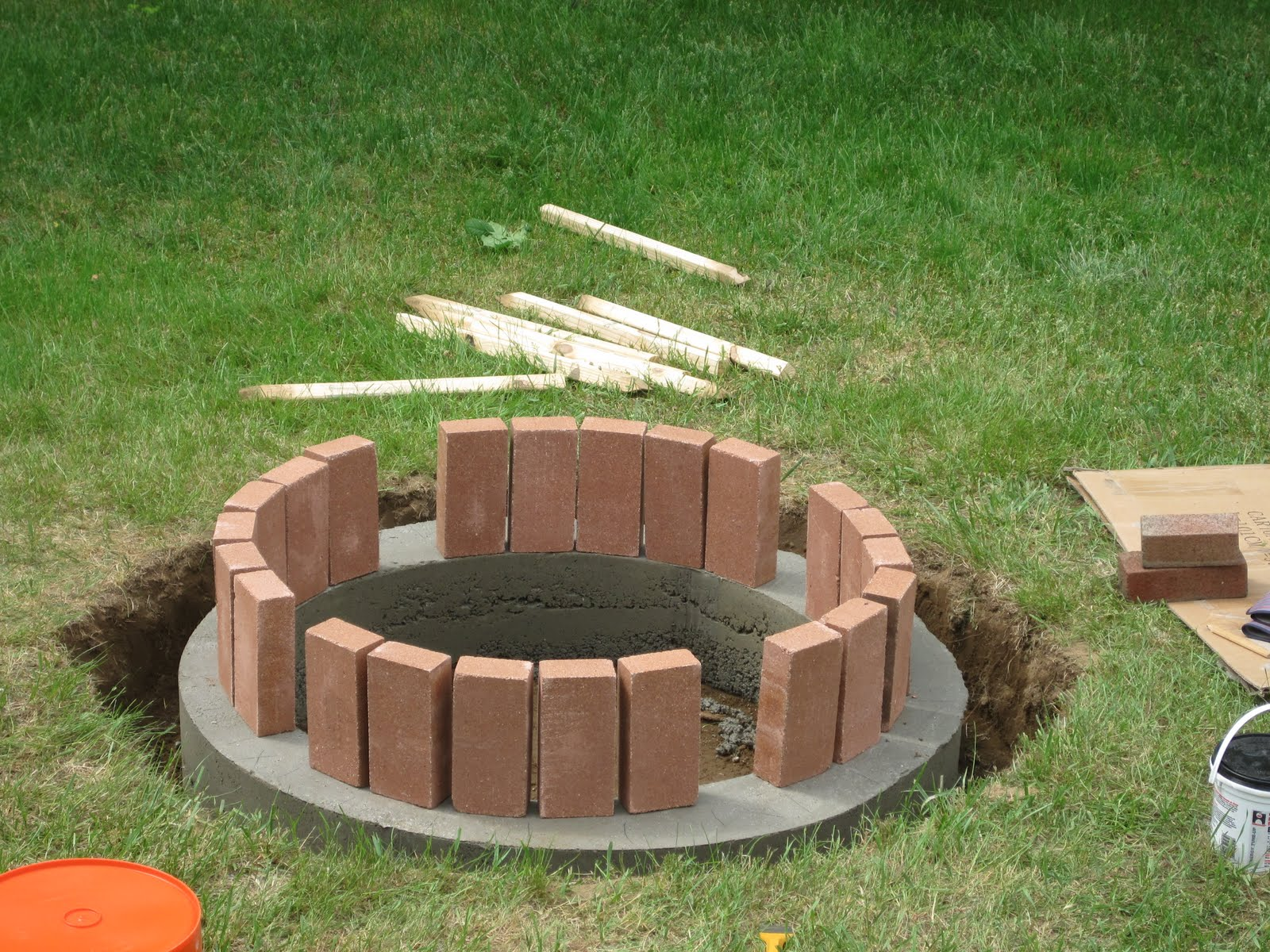 How To Plan For Building A Fire Pit: Some Brilliant Brick Fire Pit Ideas For Your Home