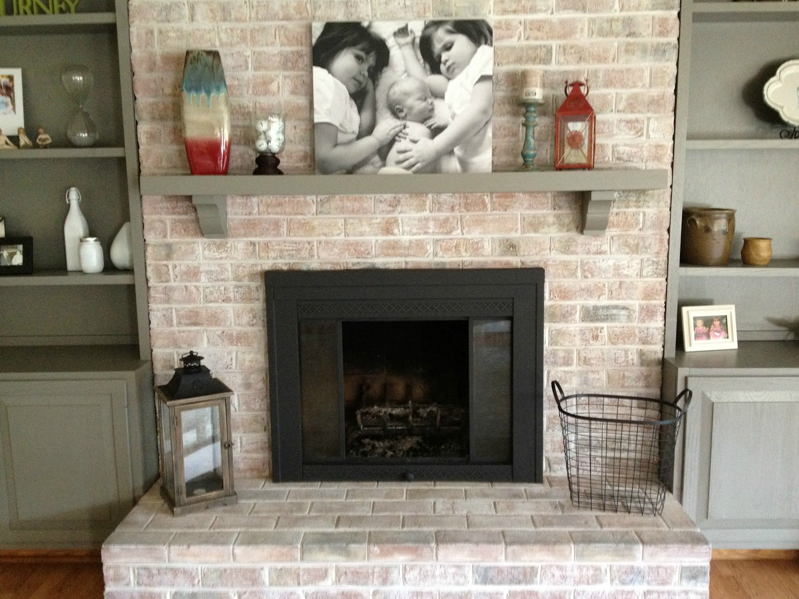 Brick fireplace remodel pictures fireplace design ideas for Brick fireplaces designs ideas