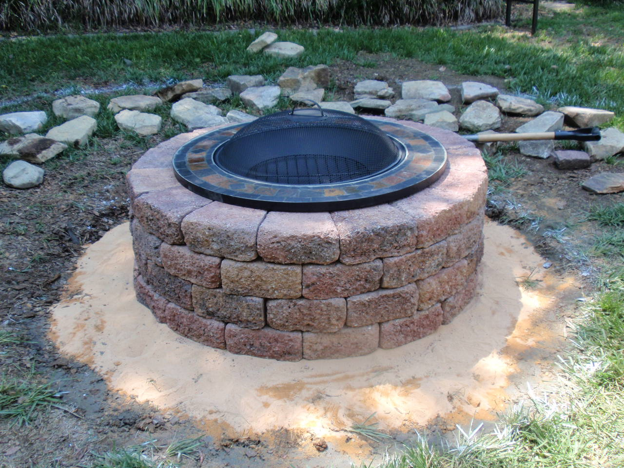 Build a DIY Backyard Fire Pit