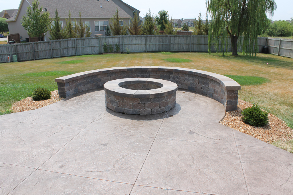 Make Your Backyard Cozy with Concrete Fire Pit | FIREPLACE ...