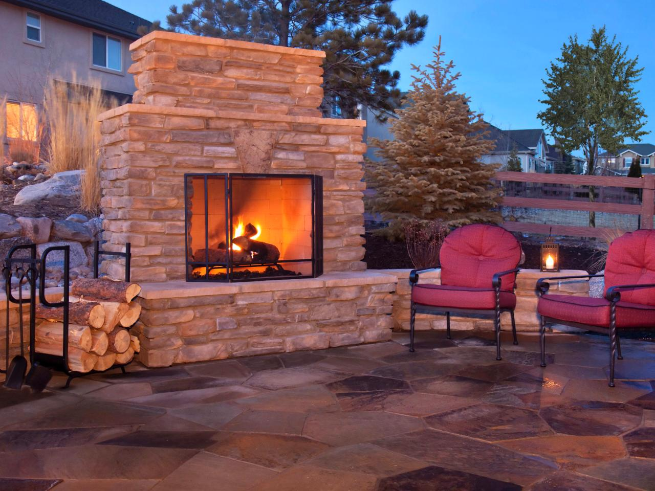 Decorate your garden with a diy outdoor fireplace for Diy outdoor gas fireplace