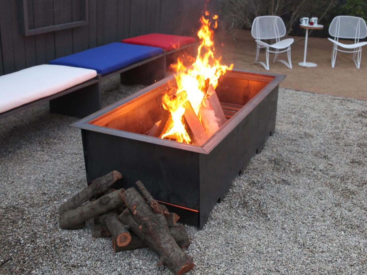 how to build a fire in a fire pit table