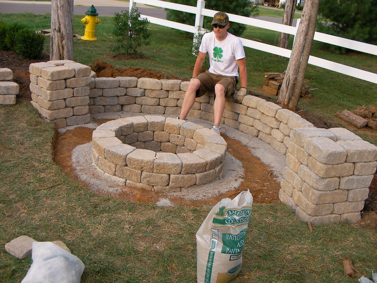 Easy backyard fire pit fireplace design ideas for Fire pit easy