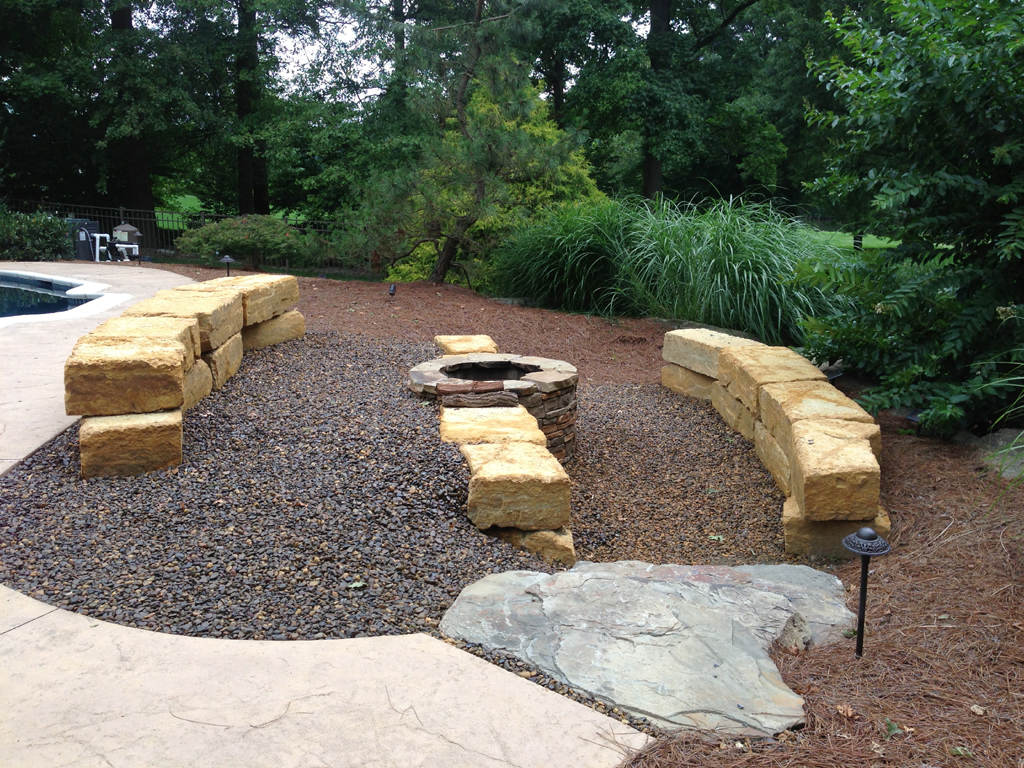 Fire pit seating ideas fireplace design ideas for Cheap garden seating ideas