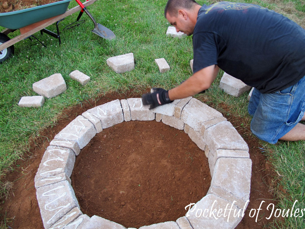How to make an easy fire pit fireplace design ideas for Easy way to build a fire pit