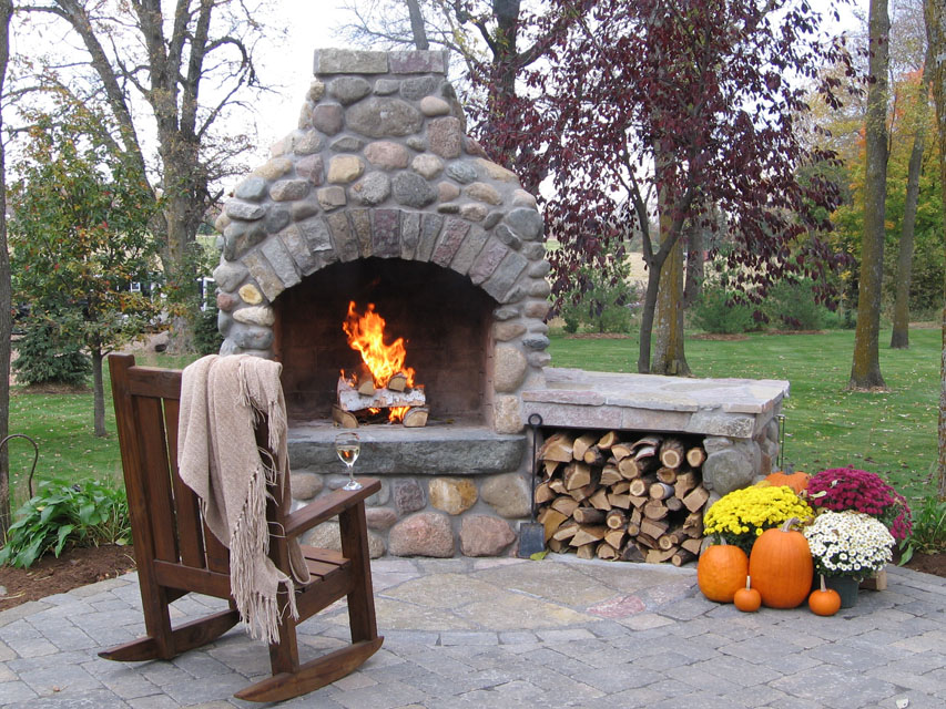 Outdoor stone fire pit fireplace design ideas for Backyard rock fire pit ideas
