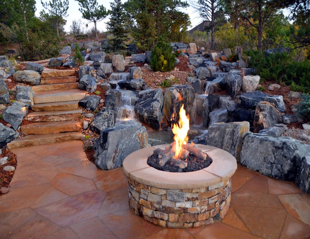 Feuerstelle garten naturstein