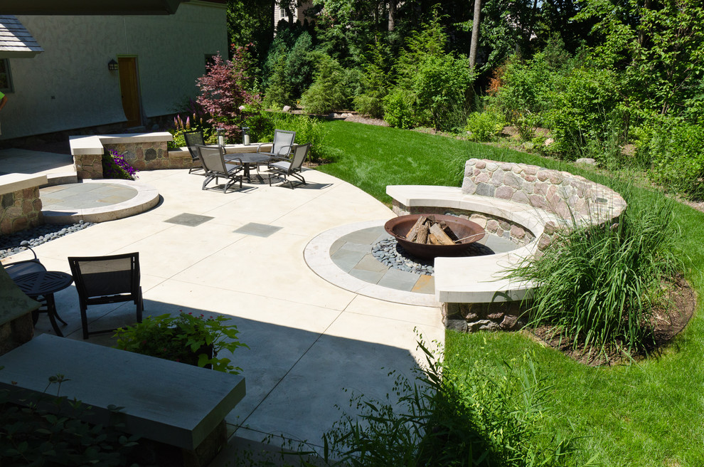Charmant Backyard With Fire Pit Landscaping Ideas